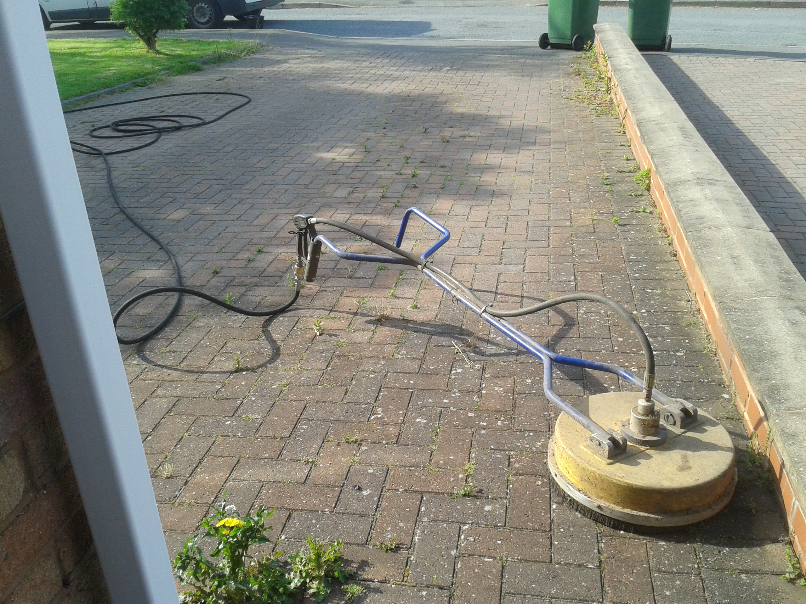 Droitwich block paving driveway cleaning worcestershire for Driveway cleaning companies